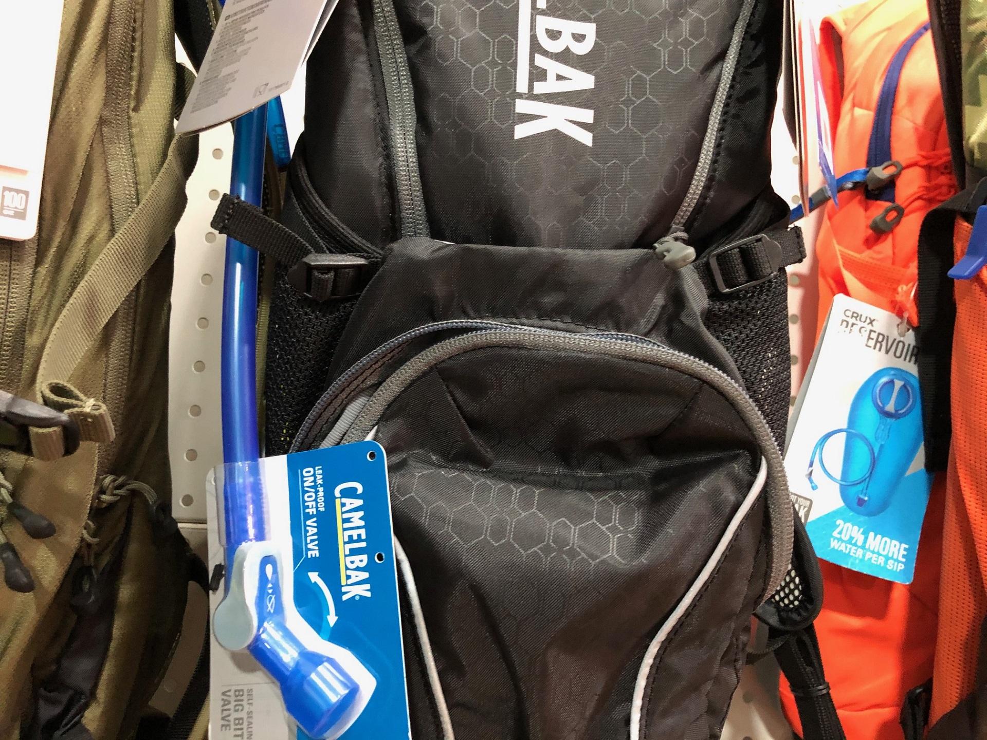 mochilas con botella de agua